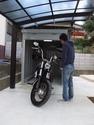 熊取町 外構工事 バイク保管庫 高級カーポートの画像